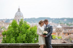 In love in Rome. Getting married and taking pictures at Parco del Pincio
