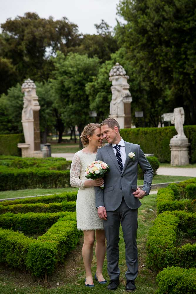 Wedding photo session in the gardens of Museo Villa Borghese in Rome Italy