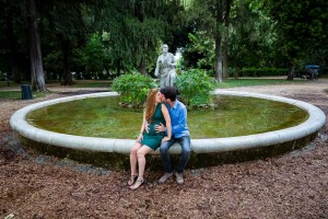 Couple picture sitting down at the border of a water fountain in Villa Borghese