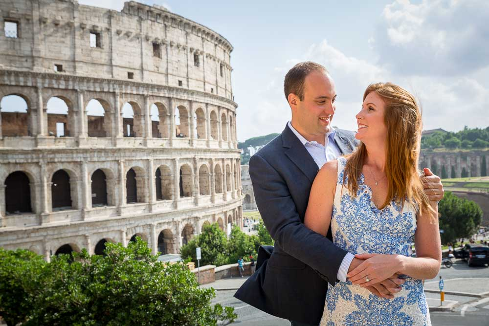 In love in Rome during an e-session at the Roman Colosseum