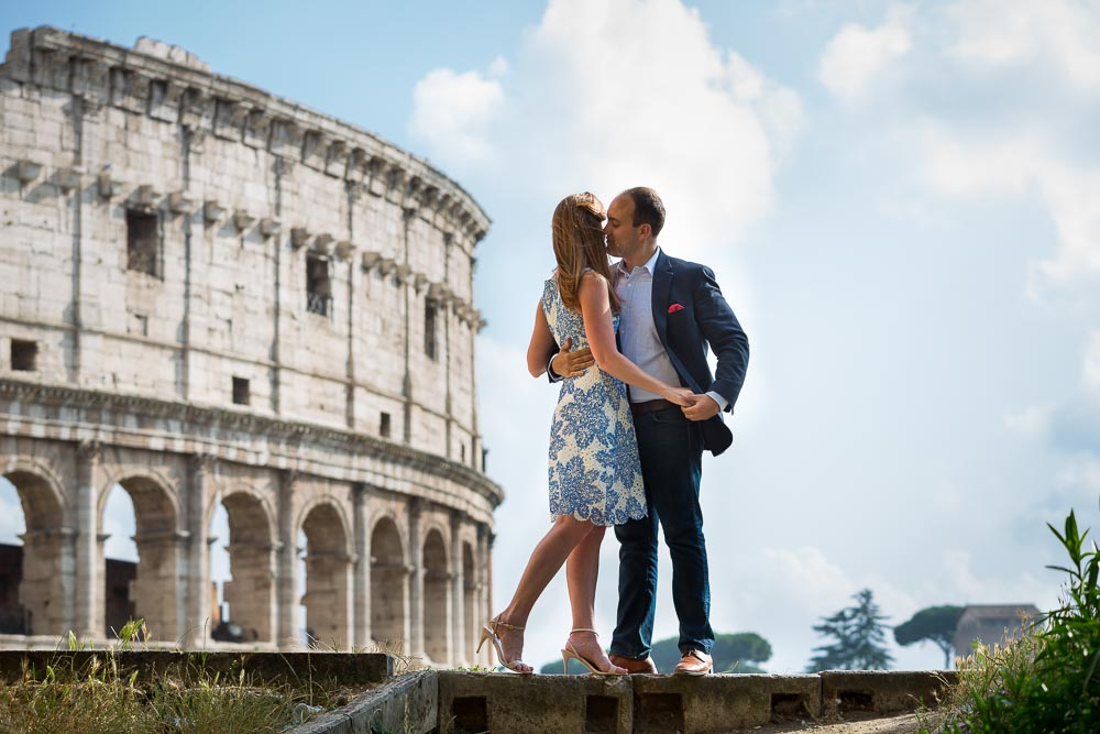 Love story e-session photo shoot by the Colosseum