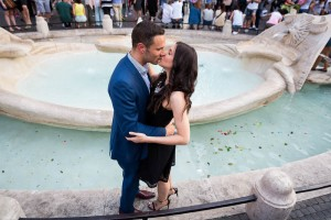 Kissing by the Barcaccia water fountain