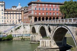 Ponte Sisto leading into ancient Rome