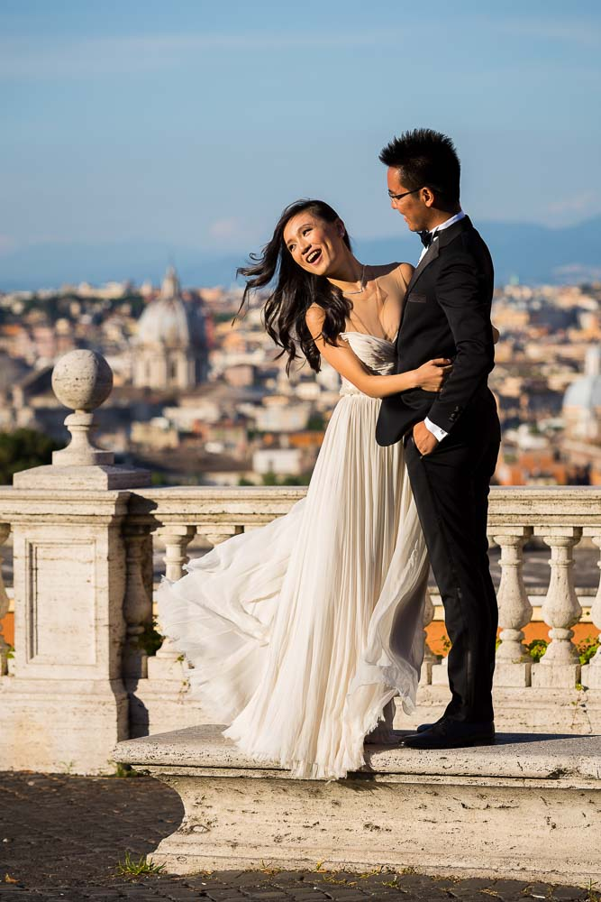 Wedding outfit photography. Posing at the Gianicolo hill overlooking Rome.