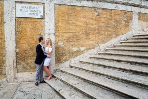 Photo shoot on the Spanish steps engagement session in Rome