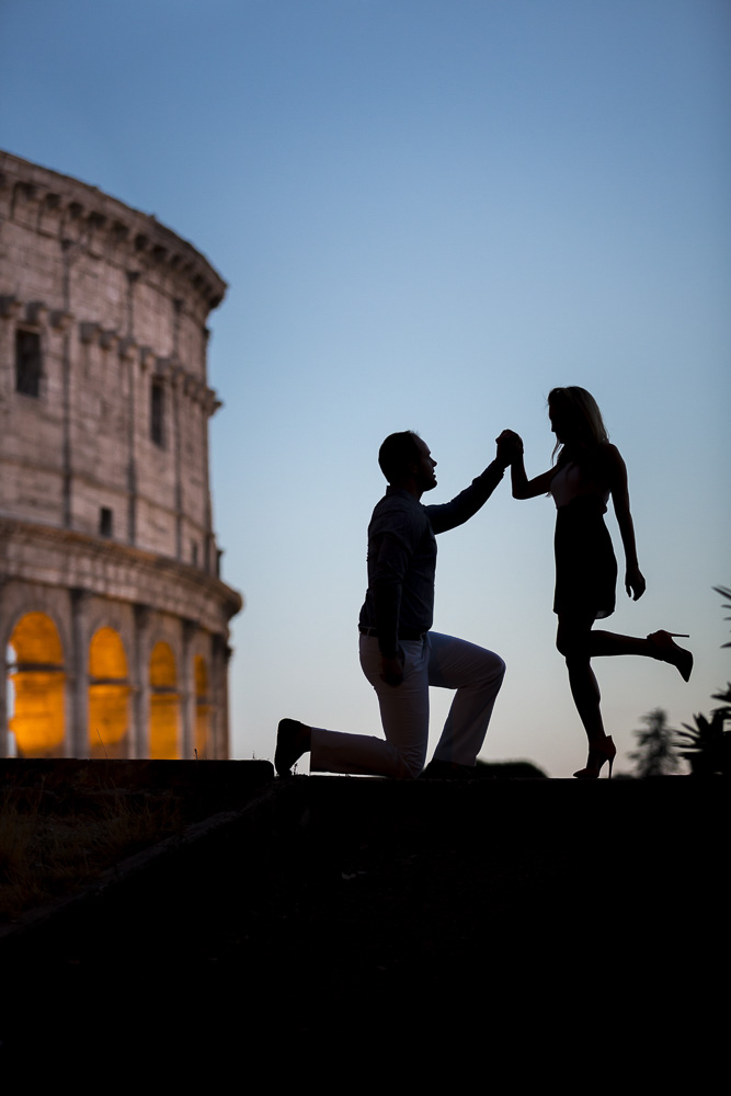 Silhouette picture of a couple during their engagement session in Rome Italy. Photo by Andrea Matone photographer.