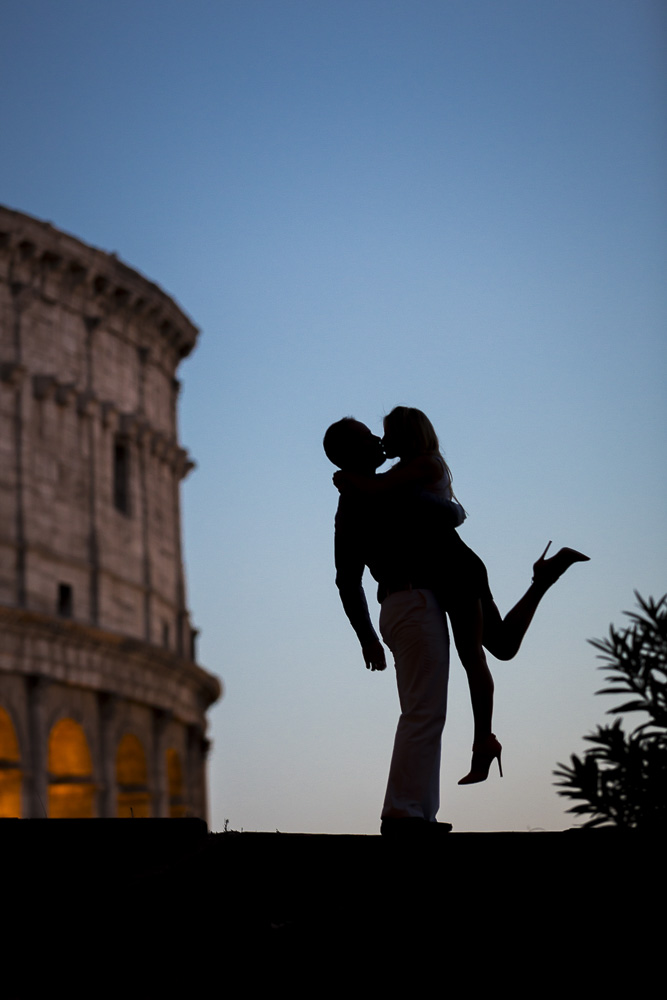 Engagement photography. Silhouette couple in Rome.