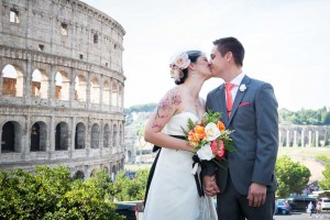 Groom and bride at the Colosseum kissing