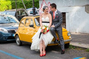 Just married photo shoot on a yellow fiat 500 cinquecento parked on the side of the street