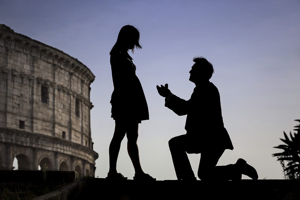 Surprise wedding proposal in Rome photographed by Andrea Matone photographer