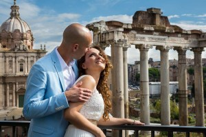 The columns of a temple used as background for a bride and groom wedding photo session at the Roman Forum