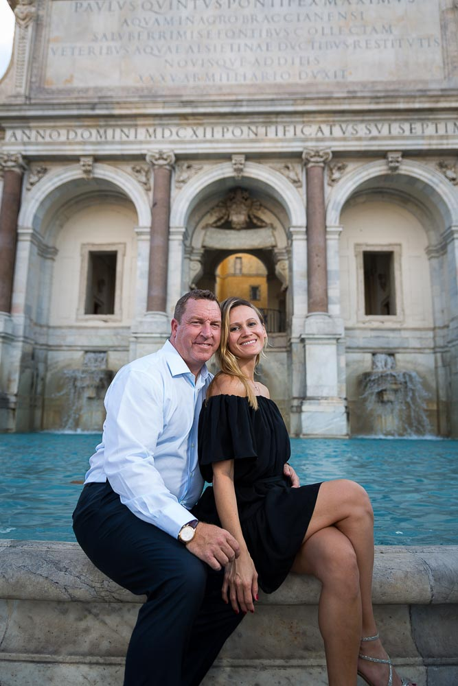 Engagement photo session at the Gianiculum water fountain