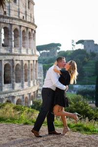 In love in Rome photo session at the Coliseum