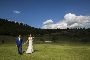 Countryside wedding photography in Tuscany near Florence.