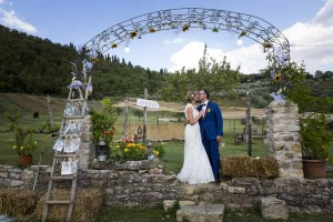Bride and groom portrait picture at a typical farmhouse in Tuscany