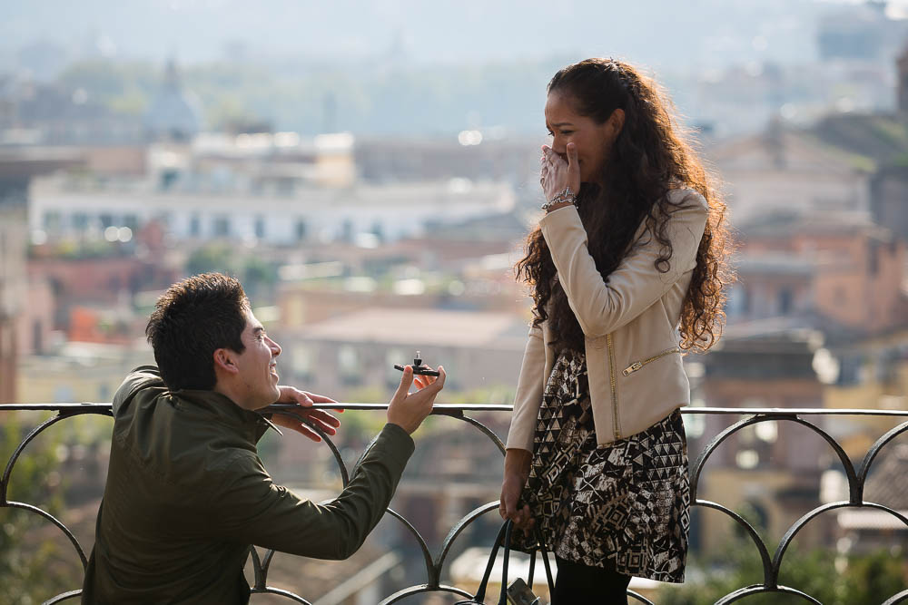 Proposal in Rome. Handing over the engagement ring