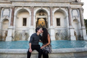 Kissing at the Gianicolo water fountain