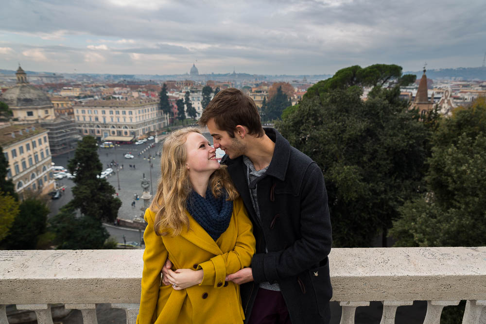 Romance over Piazza del Popolo during an e-session in Rome Italy