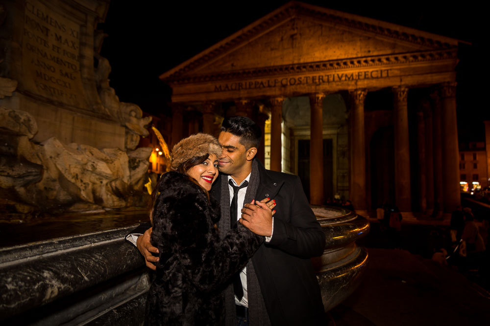 Romance at the Roman Pantheon with a couple in love