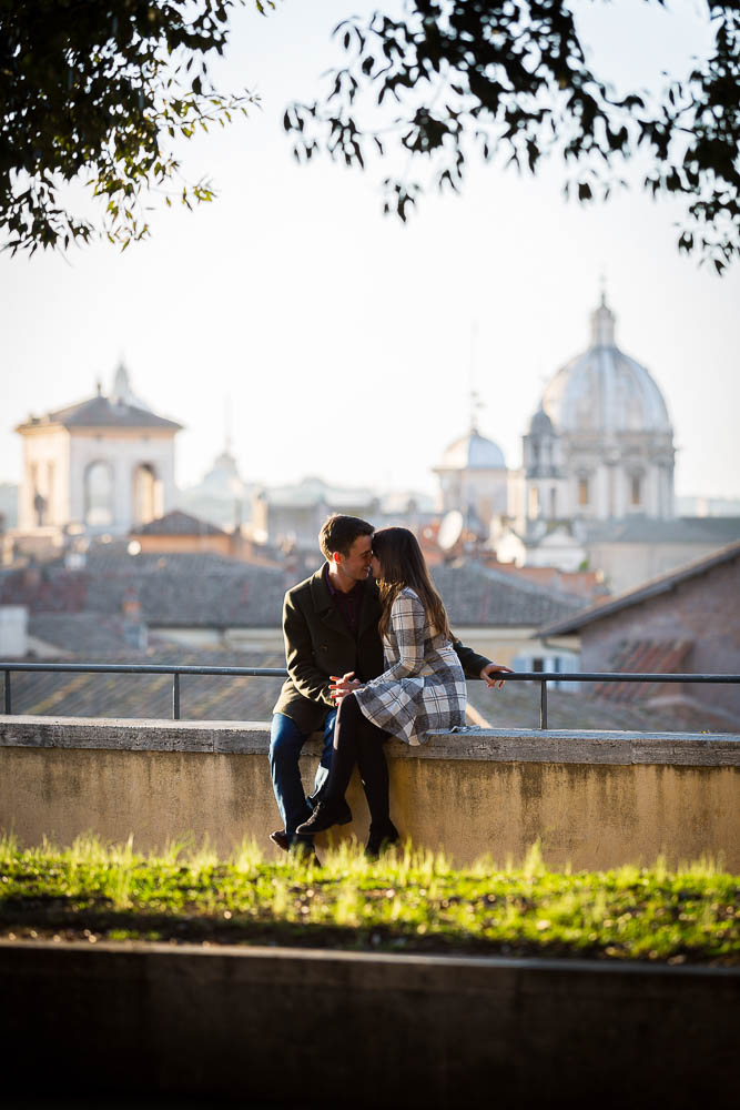 Romance in Rome. Couple photo session in Rome.