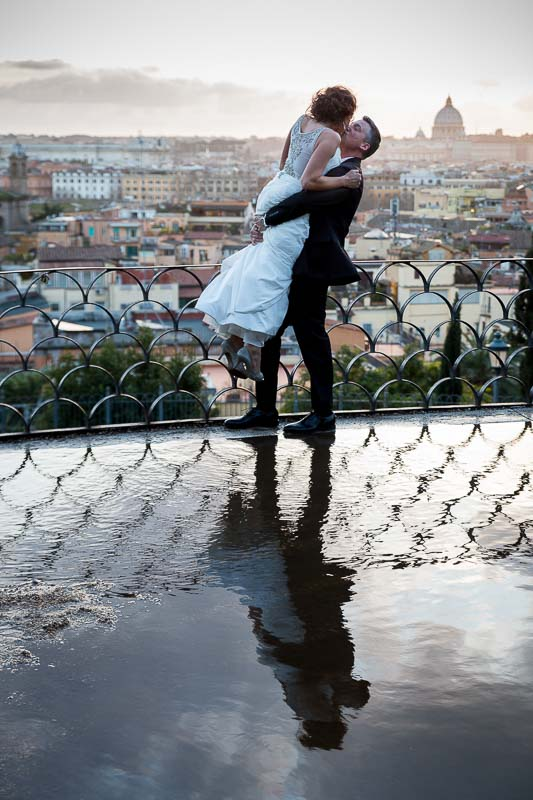 Wedding photos at Parco del Pincio overlooking the city of Rome at sunset