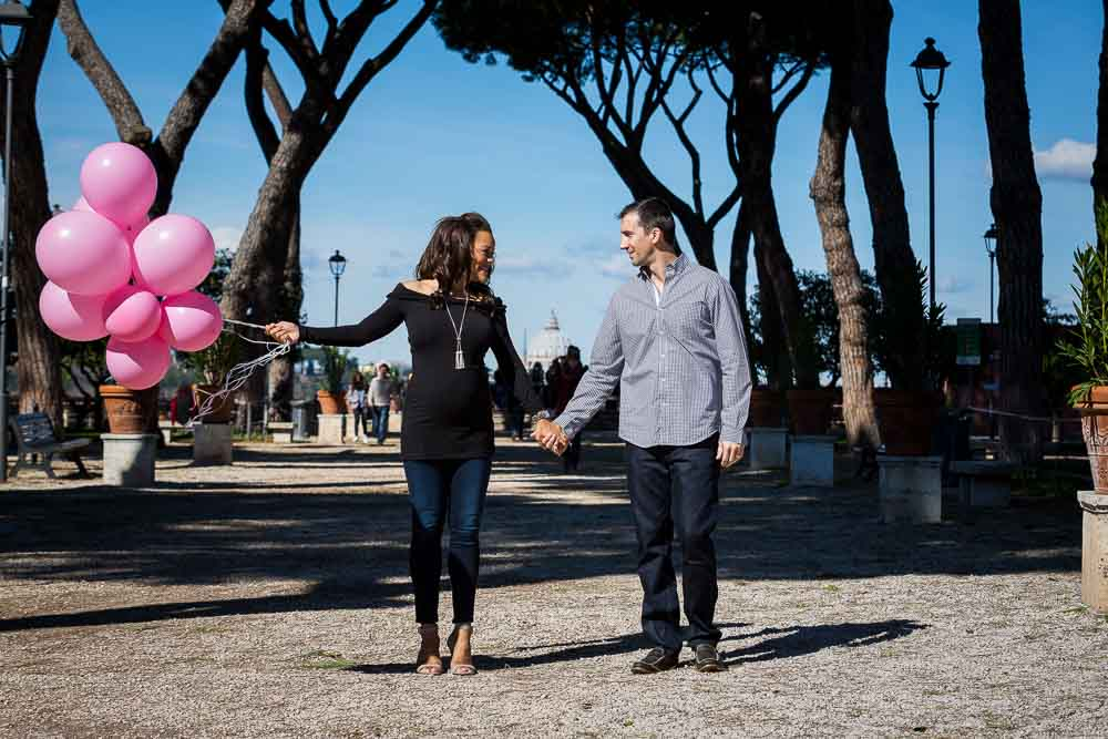 Maternity photo shoot in Rome with pink balloons