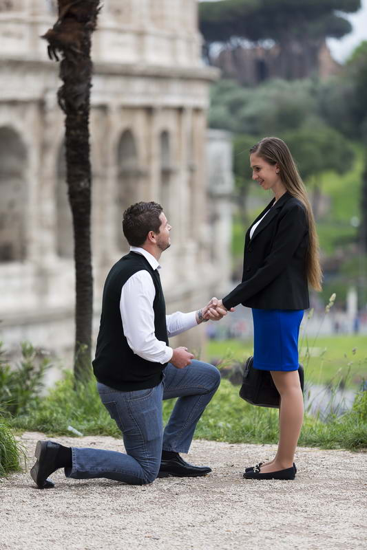 Proposing marriage in Rome Italy