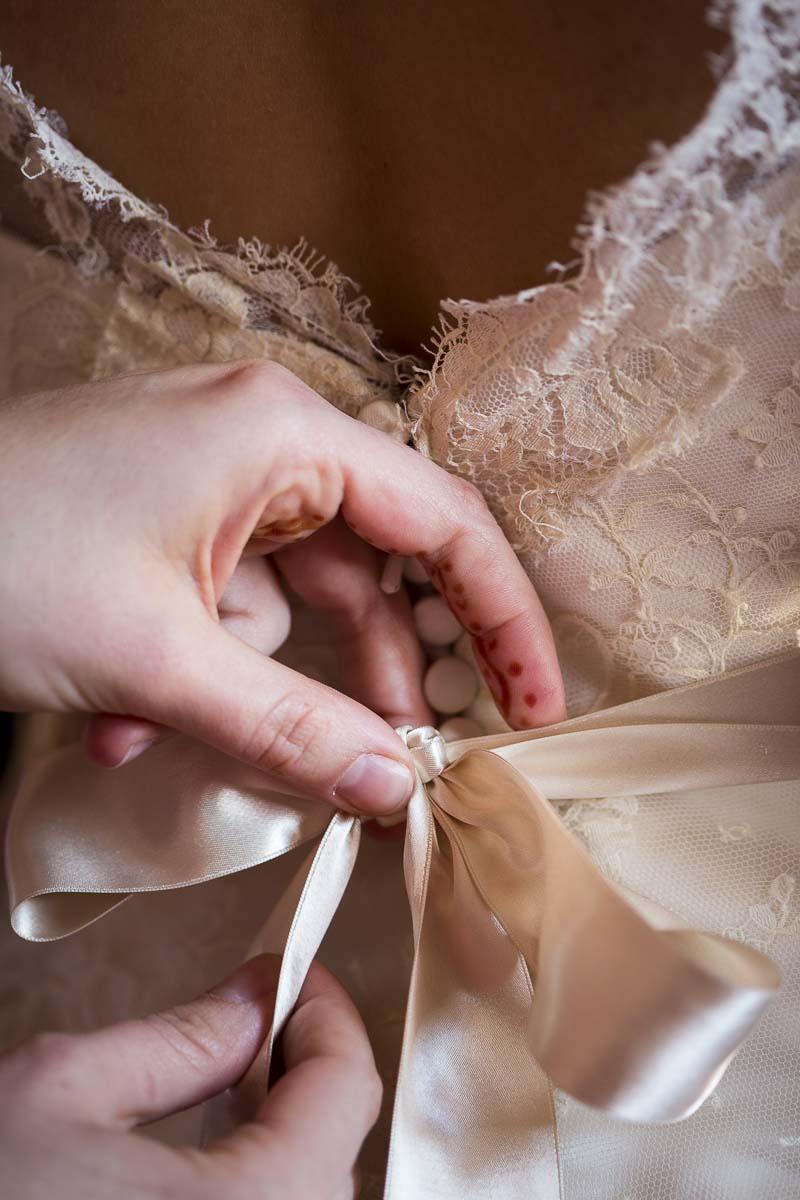 Hand on ribbon