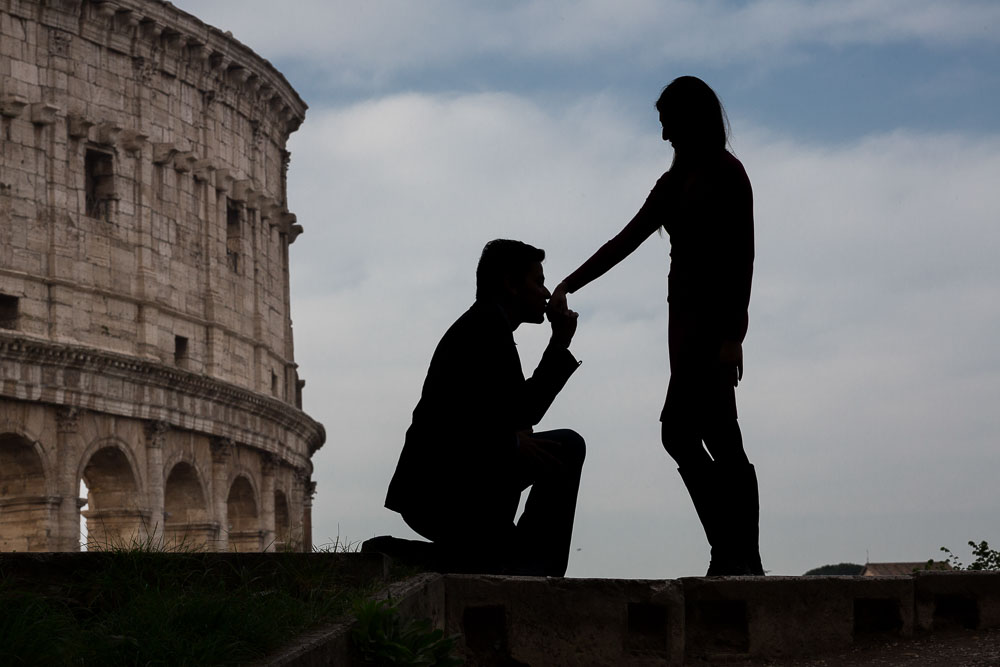 A chivalrous gesture at the Roman Colosseum
