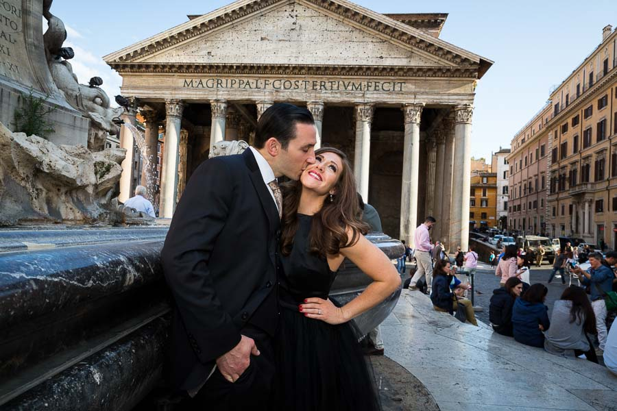 In love in Rome. Engagement session in front of the Roman Pantheon. Image by Andrea Matone photographer.