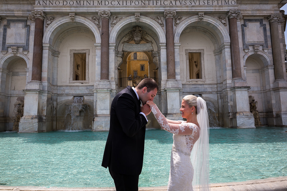 Gallantry hand kiss at the Janiculum water fountain