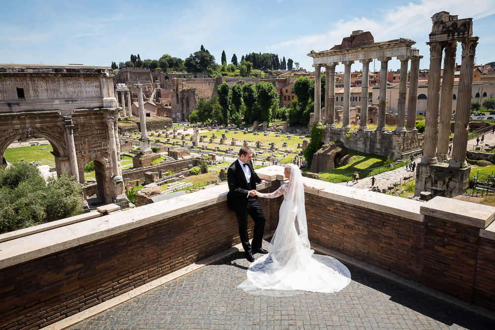 Just married in Rome photo session overlooking the ancient ruins and remains. Sposi Novelli Photographer