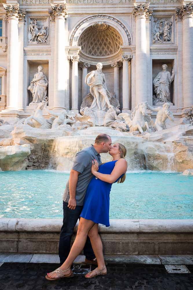 Couple portrait kissing at fontana di Trevi