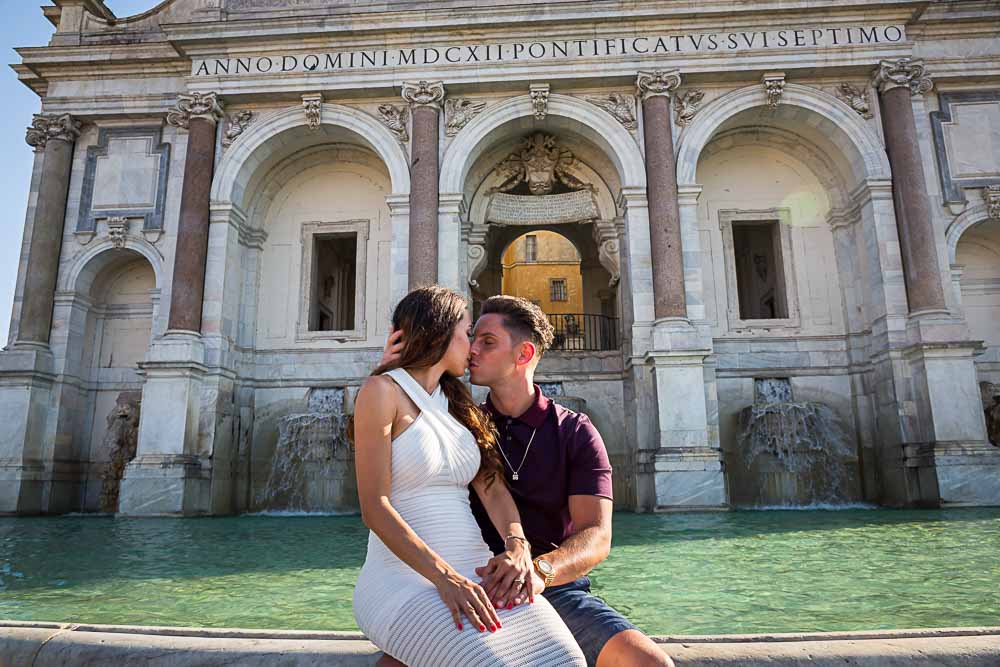 Kissing at the Janiculum water fountain