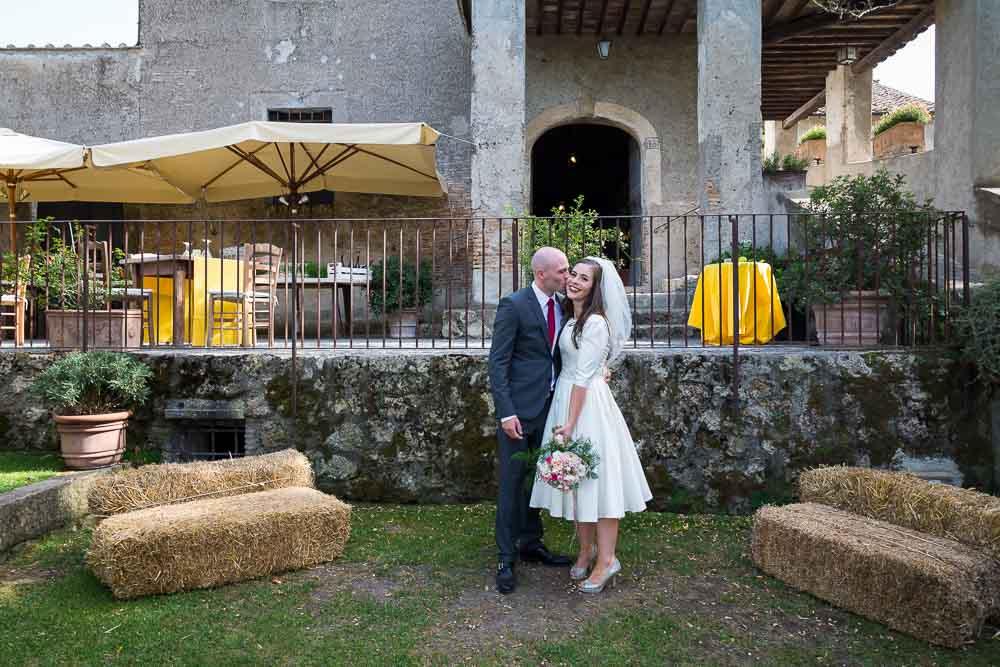Bride and groom at Borgho di Tragliata