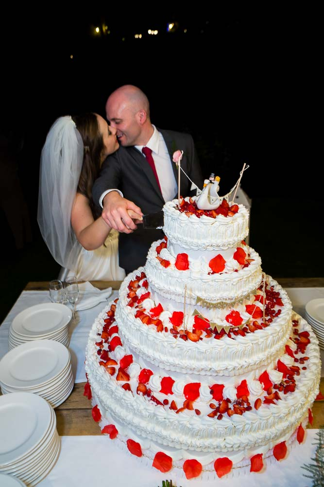 Kissing while cutting the wedding cake