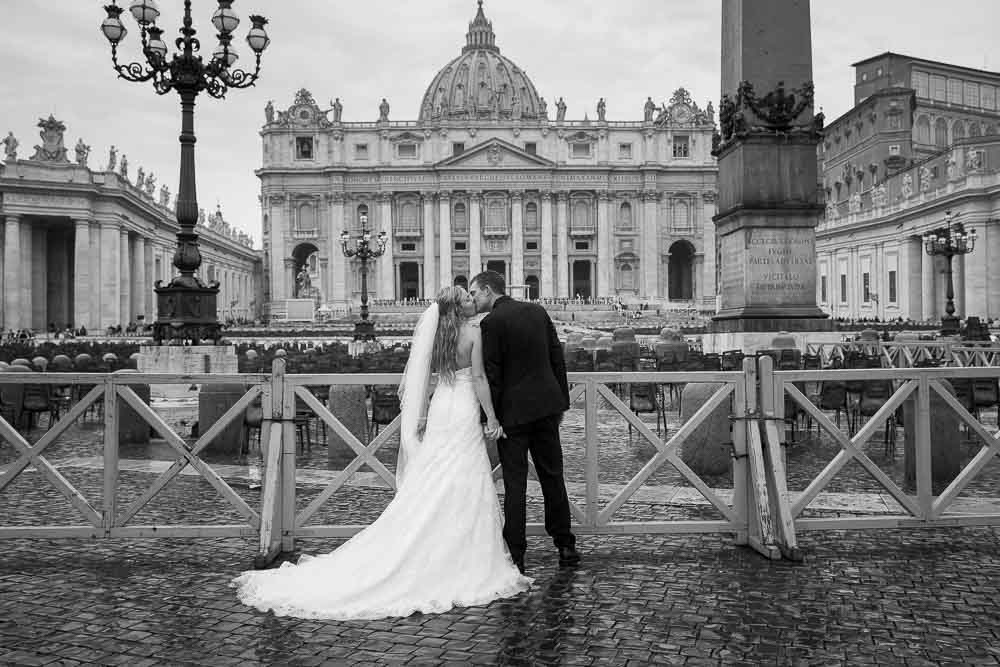 Groom and bride posing in the Vatican square