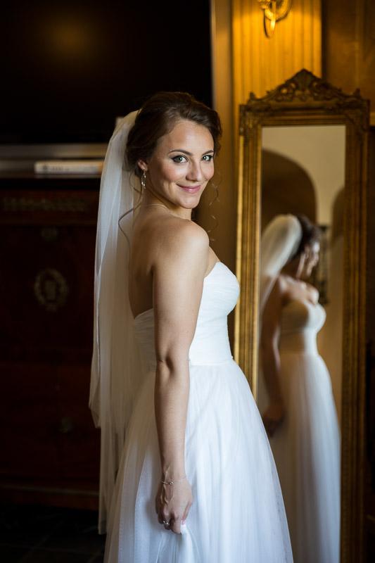 Bride portrait by the mirror image