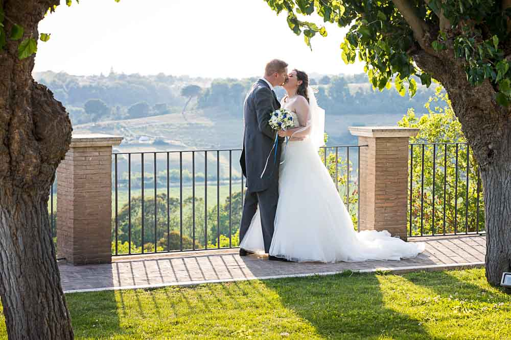 Newlyweds photo session with panoramic view over the Italian countryside
