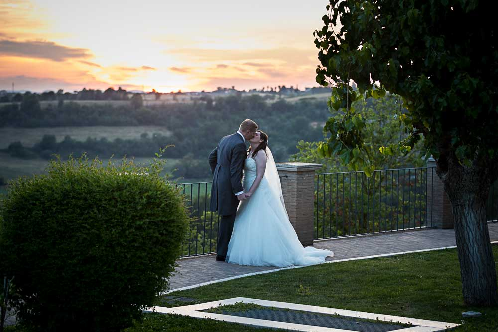 Sunset wedding couple pictures over the roman horizon