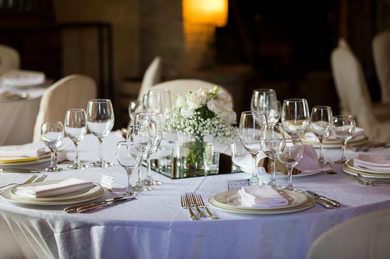 The wedding dinner reception table setting
