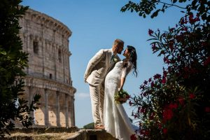 Newlyweds kissing at the Roman Colosseum during a photography session in Rome Italy