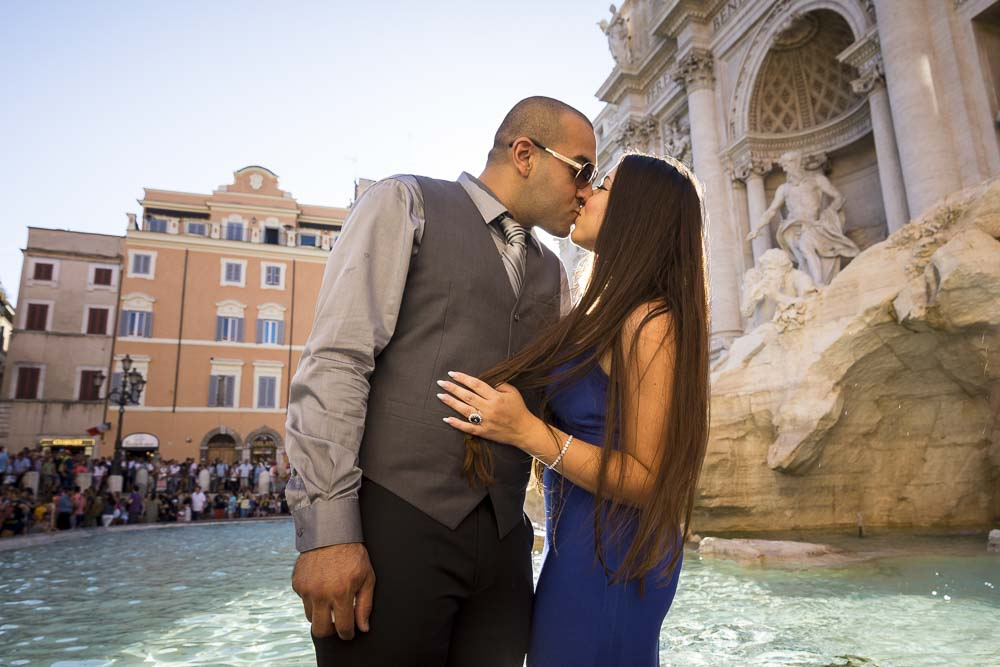 Kissing underneath the Trevi fountain with the last rays of light