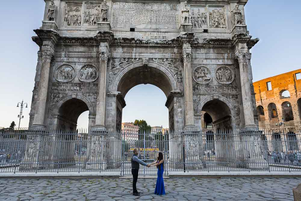 Just Engaged in Rome photo shooting before the Constantine arch