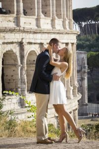 Romantic kiss at the Colosseum