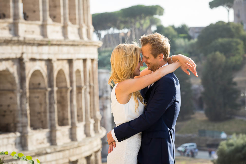 Newlywed couple photo session in Rome Italy