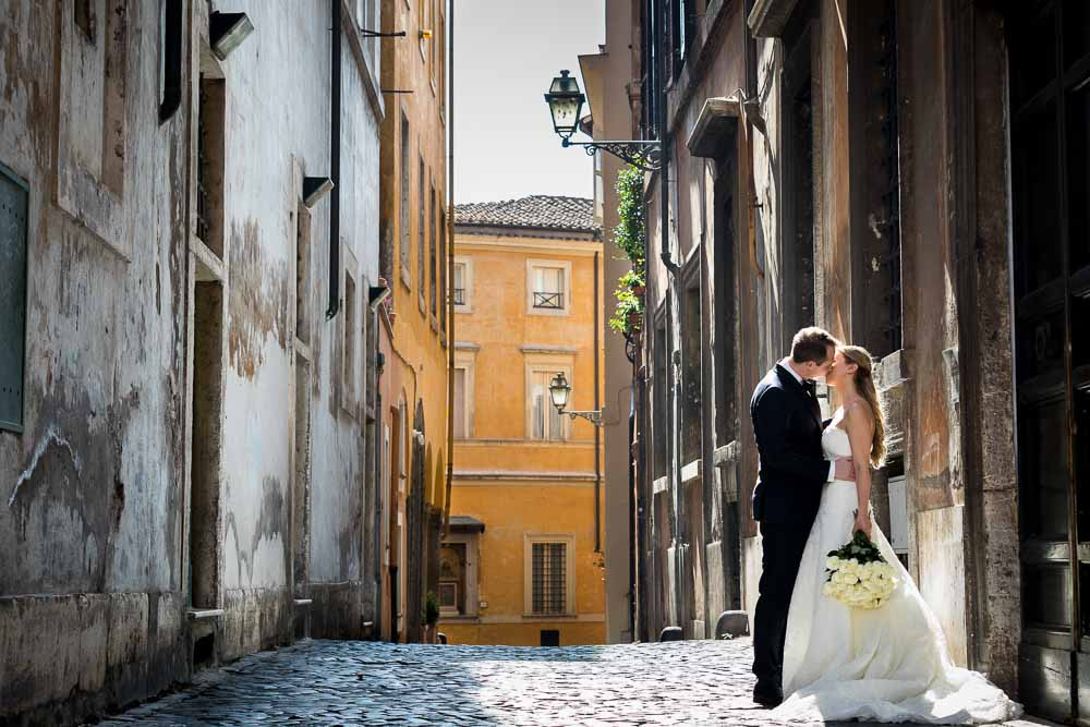 Romantic and scenic matrimonial pictures taken in the old cobble stone alleyways. Rome Wedding Photography by Andrea Matone photographers