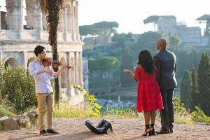 Proposing marriage with the music of a violin player