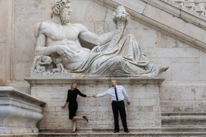 Couple photo session under a large white marble roman statue