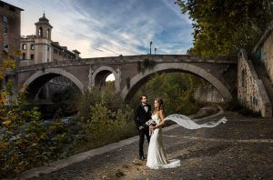 Wedding couple photography by the Tiber river in Rome at night